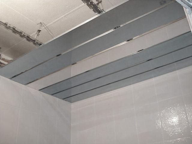 Монтаж металлических реек на потолок