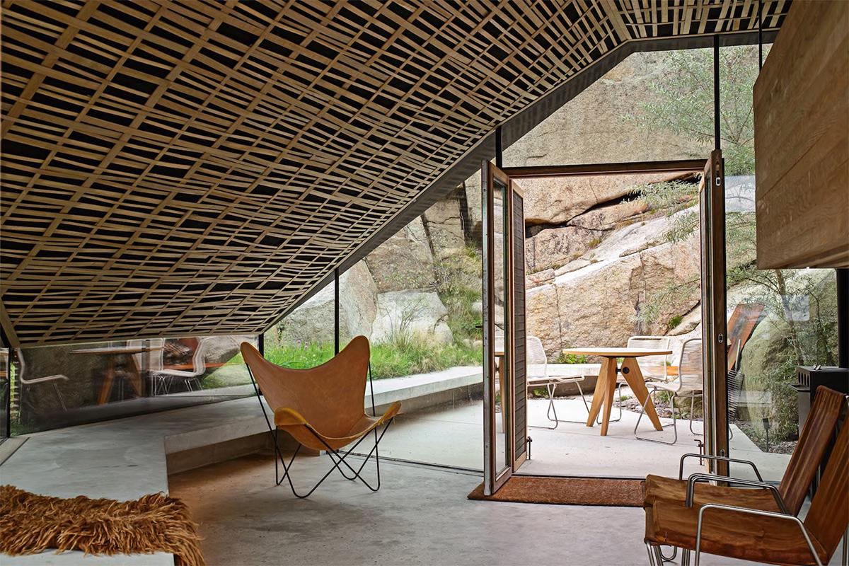 Веранда с плетеным потолком