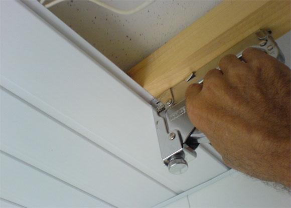 Монтаж ПВХ-панелей на потолок