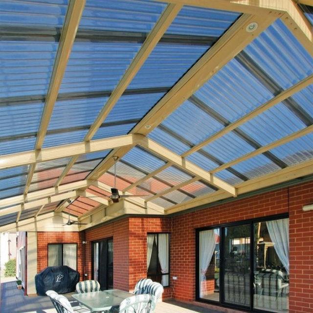 Потолок из поликарбоната на летней веранде