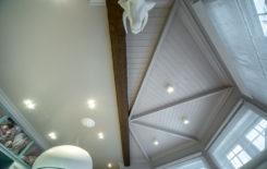 Потолок в эркере