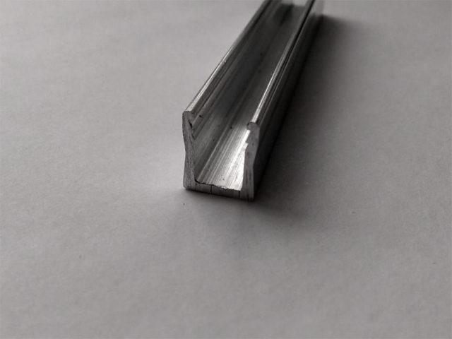 П-образный профиль для штапикового крепления