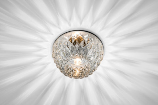 Светильник G9 на потолке