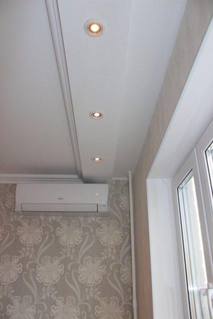 Короб из гипсокартона с точечными светильниками