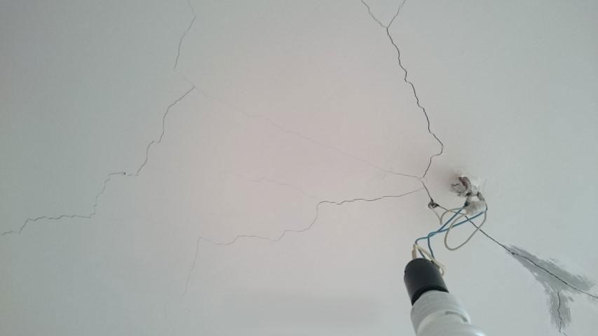 Трещины в потолке