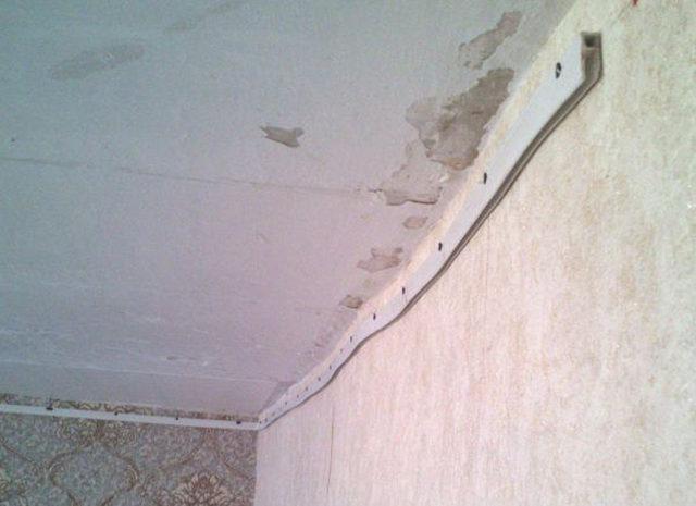Каркас для натяжного потолка на кривых стенах