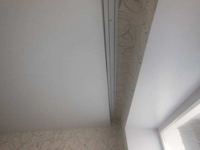 Карниз в нише за потолком
