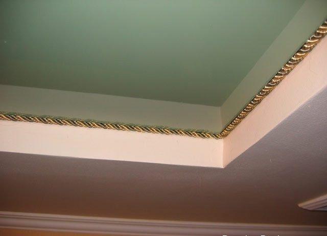 Золотой шнур на двухуровневом потолке