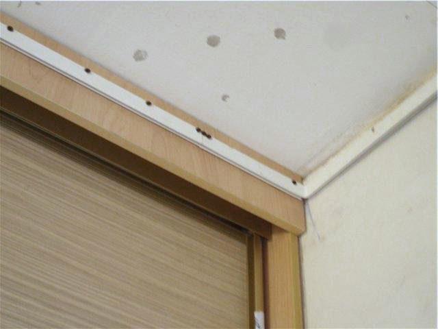 Крепление багета для натяжного потолка к фальш-панели