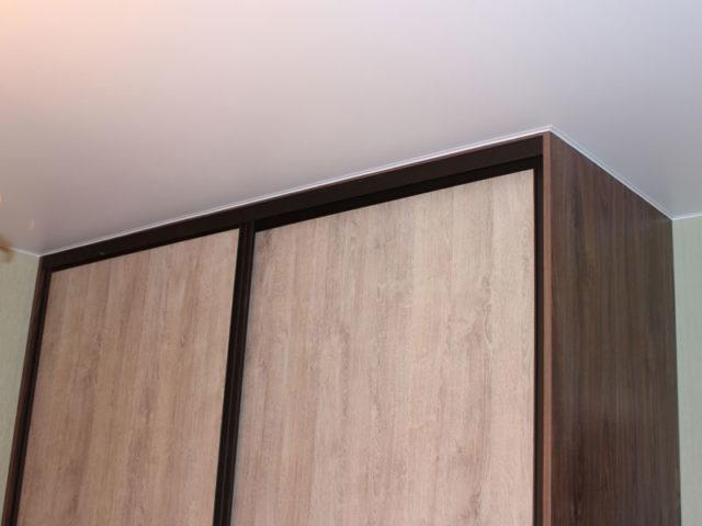 Обход шкафа натяжным потолком