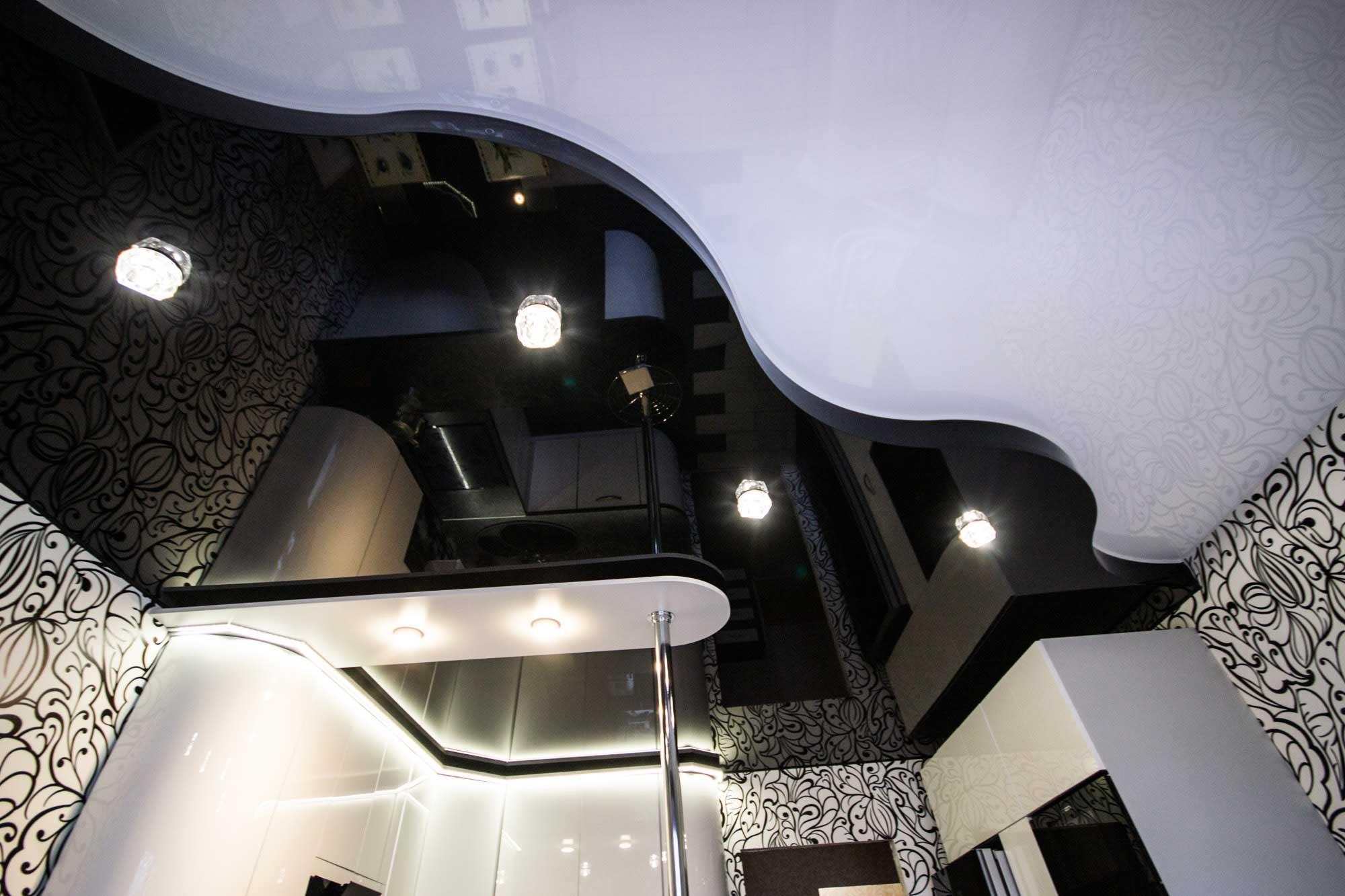 Глянцевый черный двухуровневый потолок