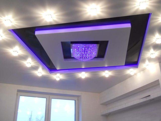 Освещение на двухуровневом потолке