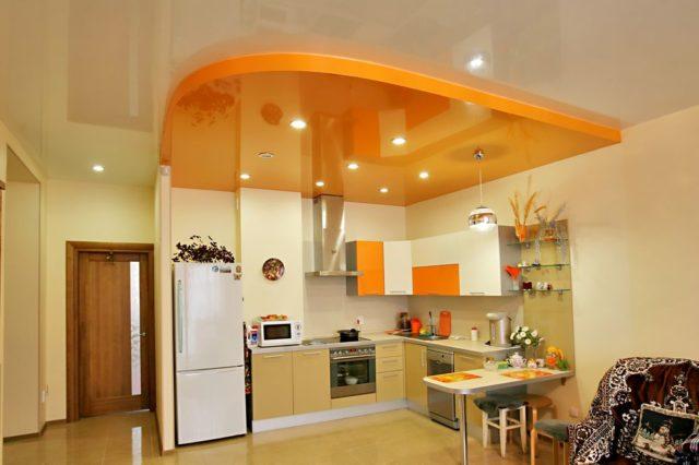 Двухуровневый потолок в квартире-студии