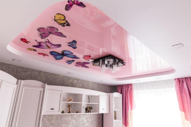 Бабочки на розовом потолке