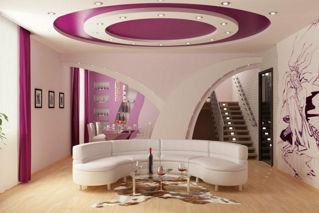 Точечный свет в форме круга в зале