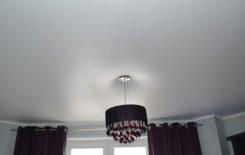 Почему натяжные потолки прилипают или надуваются и что делать в этом случае
