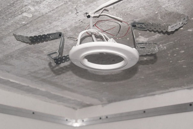 Крепление платформы к потолку