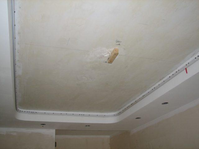 Гипсокартонный короб по периметру потолка