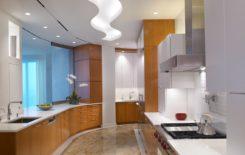 150 вариантов дизайна натяжных потолков на кухне