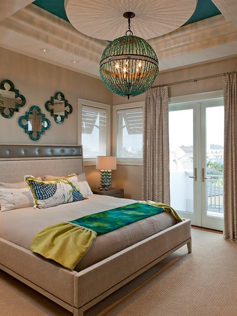 Подвесная люстра в спальне