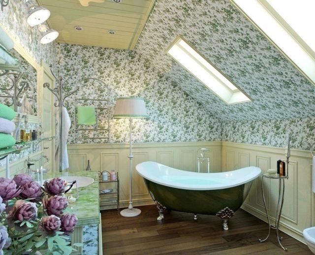 Дизайн потолка в санузле