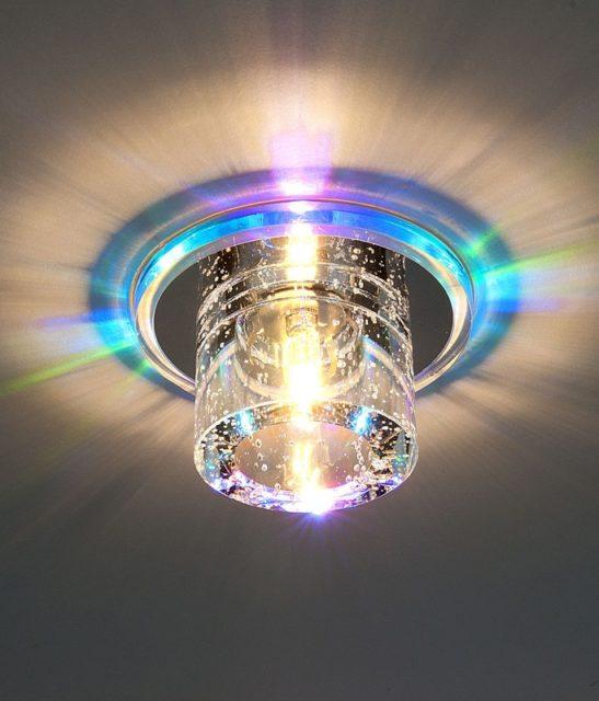 Светильник с цветной подсветкой и стеклянным плафоном