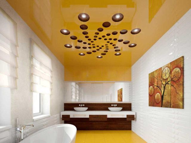Перфорация на желтом фоне в ванной