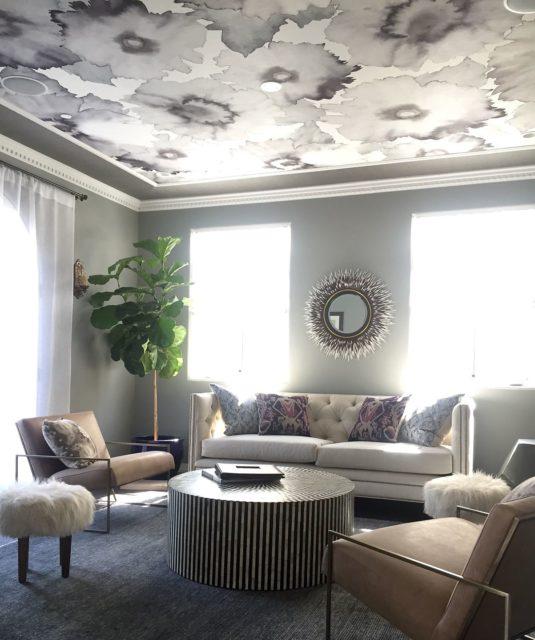 Текстильные обои на потолке