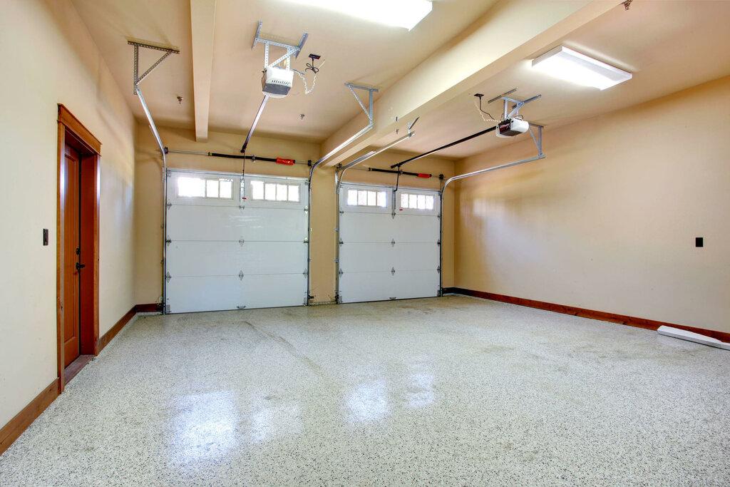 Покрашенный потолок в гараже