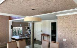 Как наносить жидкие обои на потолок: технология и способы отделки