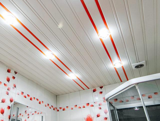 Точечные светильники на реечном ПВХ-потолке