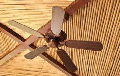 Оформление потолка бамбуковым покрытием
