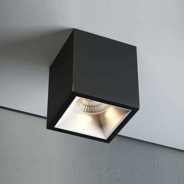 Накладной потолочный светильник из пластика