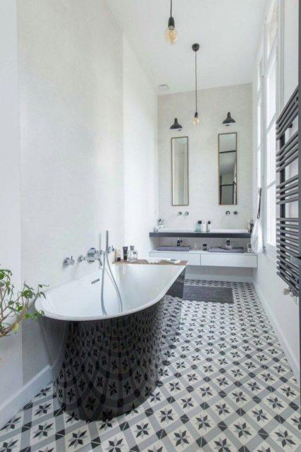 Ванная с высоким потолком