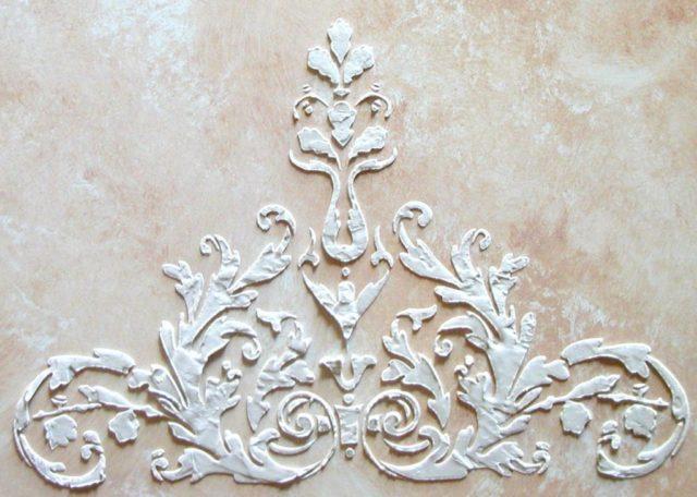 Узор из декоративной шпатлевки