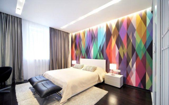 Геометрический декор стены
