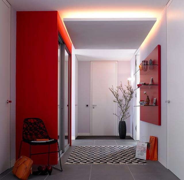 Контрастный шкаф в потолок