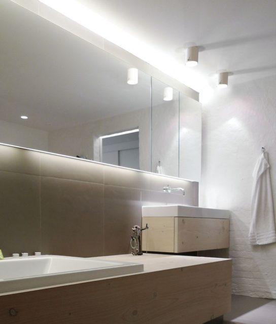 Накладные точечные светильники в интерьере ванной