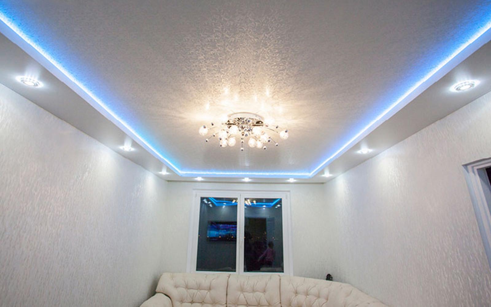 Светодиодная подсветка и точечные светильники по периметру