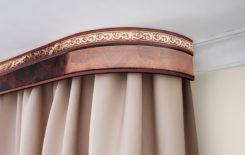 Как крепить бленду к потолочному карнизу: декоративную ленту и багетную планку