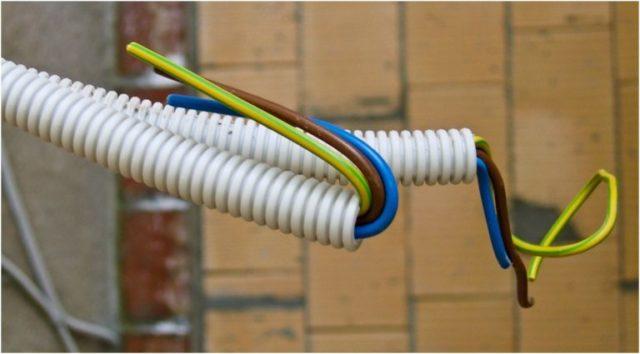 Проводка в гофрированной трубе