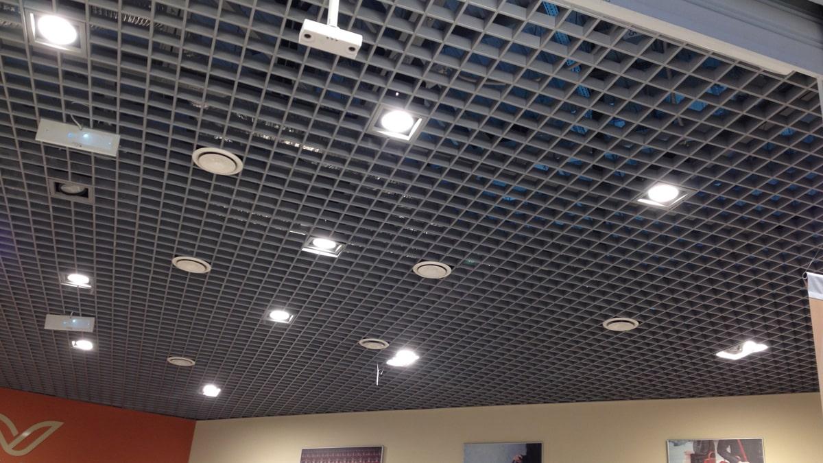 Точечные приборы на потолке
