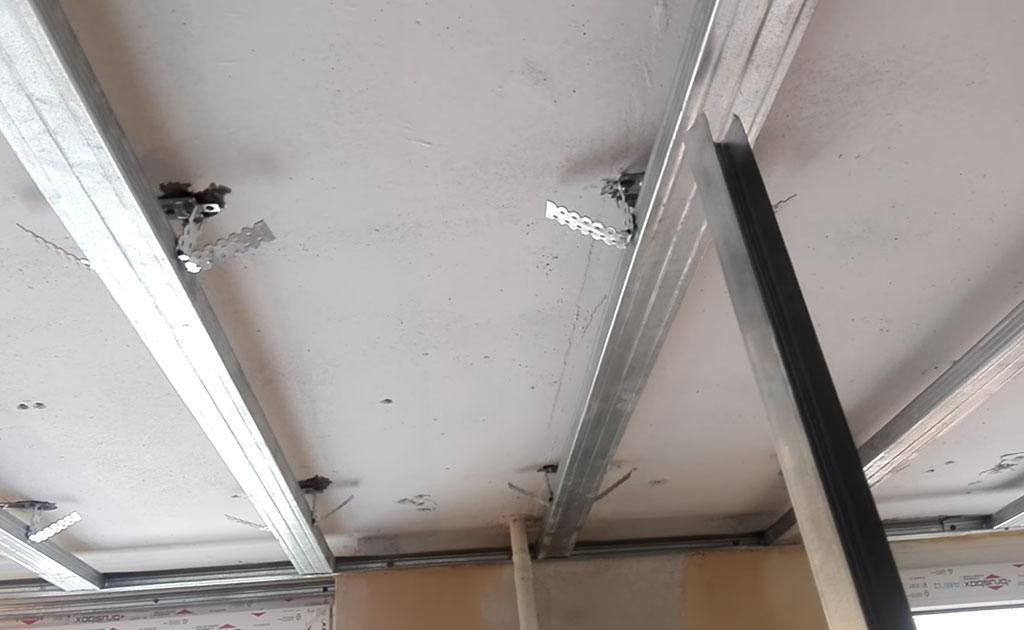 Подборка из профиля чуть ниже высоты потолка
