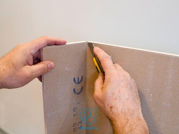 Разрезаем картон с другой стороны
